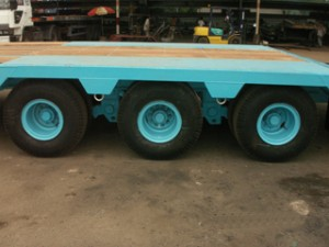 Lowbed Tri-axle with Slope
